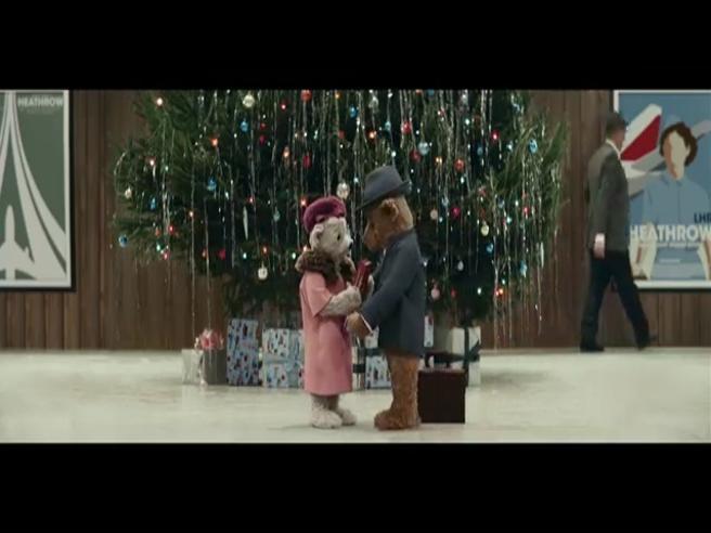 Natale è...Gli orsacchiotti innamorati tornano a casa, lo spot dell'aeroporto di Heathrow che emoziona