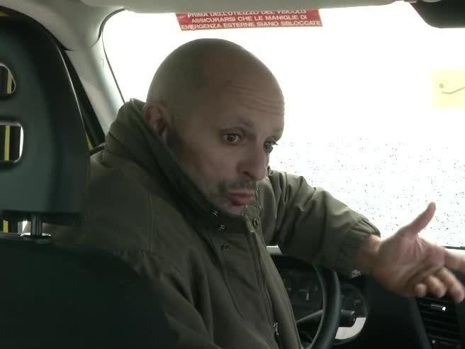 L'autista che ha sfidato il bullo  «I ragazzi fanno chiasso ma il peggio sono i genitori»Musica rap sullo scuolabus