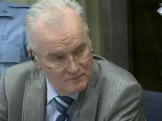 Ratko Mladic, attesa all'Aja per la sentenza contro il boia di Srebrenica La diretta