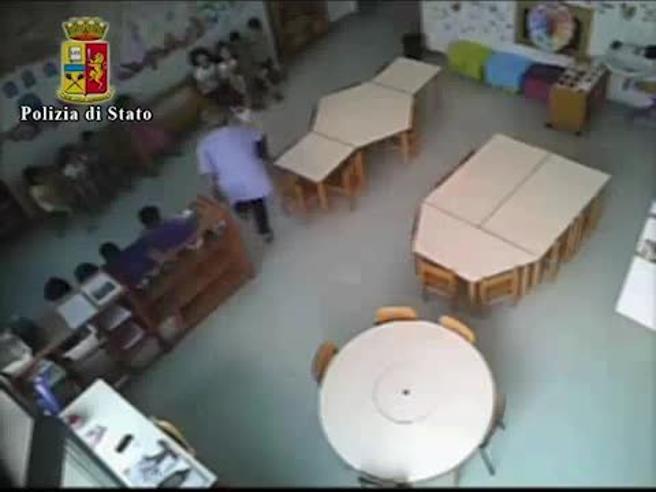 Vercelli, urla e sberle ai bimbi dell'asilo: arrestate 3 maestreIl terrore in classe:  video