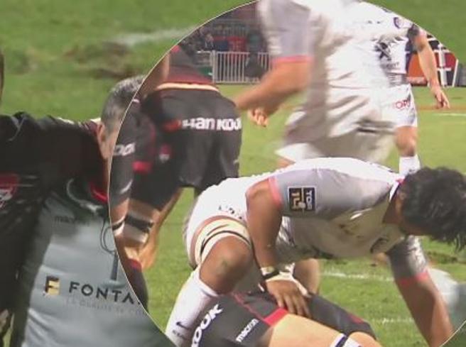 Rugby, il giocatore si infortuna: l'avversario lo protegge col corpo