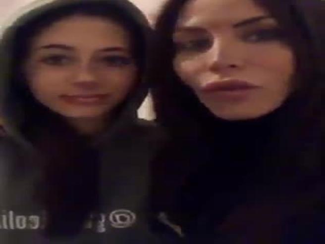 Guendalina Tavassi, ex del Grande Fratello posta video su Fb: «Io e mia figlia aggredite»