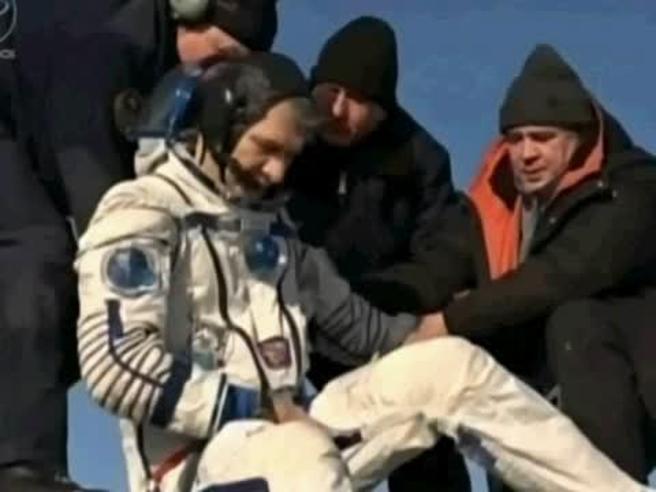 Nespoli è sulla Terra,  il  corpo avrà bisogno di 6 mesi per tornare alla normalità VideoFoto|Gli scatti dallo spazio