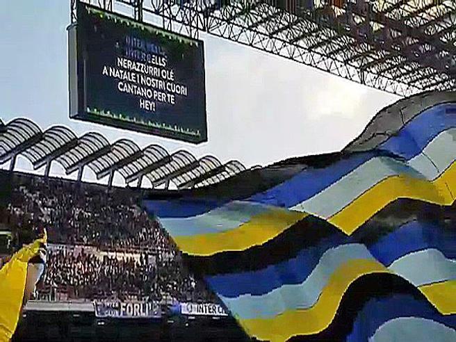 Inter-Udinese, il pubblico di San Siro canta Inter Bells prima del match