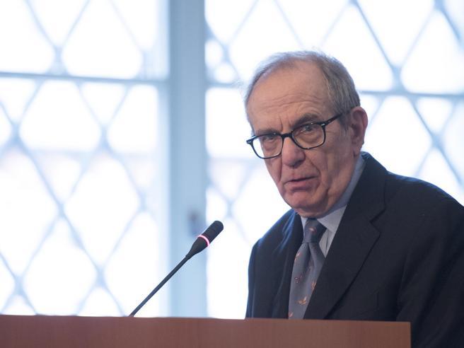 Commissione banche: parla il ministro dell'Economia Pier Carlo Padoan Diretta