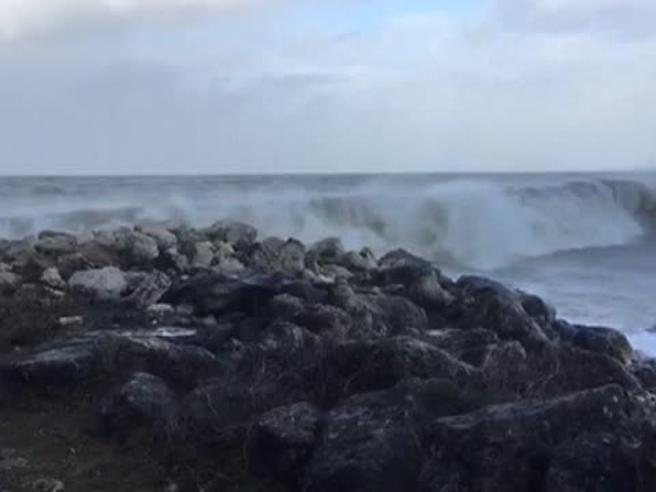 La tempesta Carmen flagella la Francia, un morto 65mila senza luce
