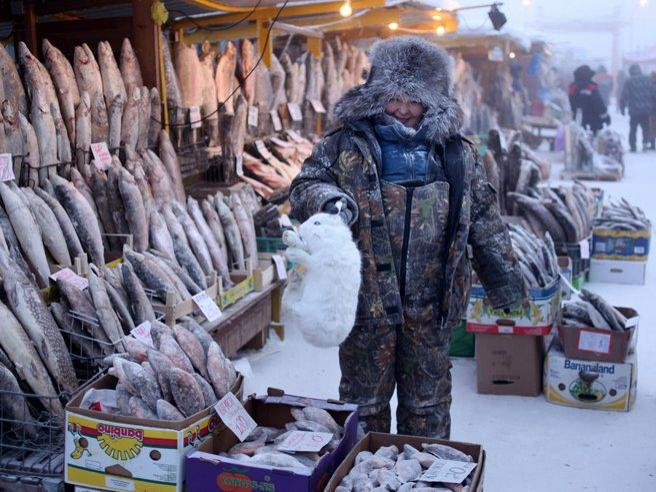 Fare la spesa a -47 gradi: ecco il mercato del pesce di Jakutsk