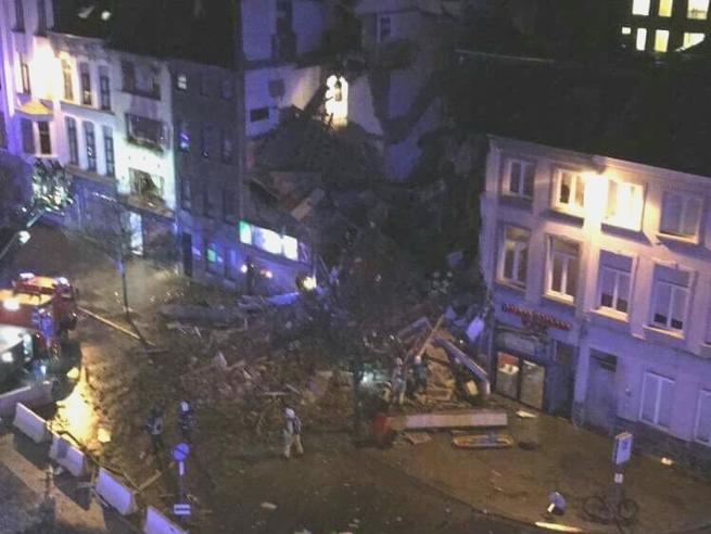 Anversa: esplosione in un ristorante italiano. Le immagini dei primi soccorsi