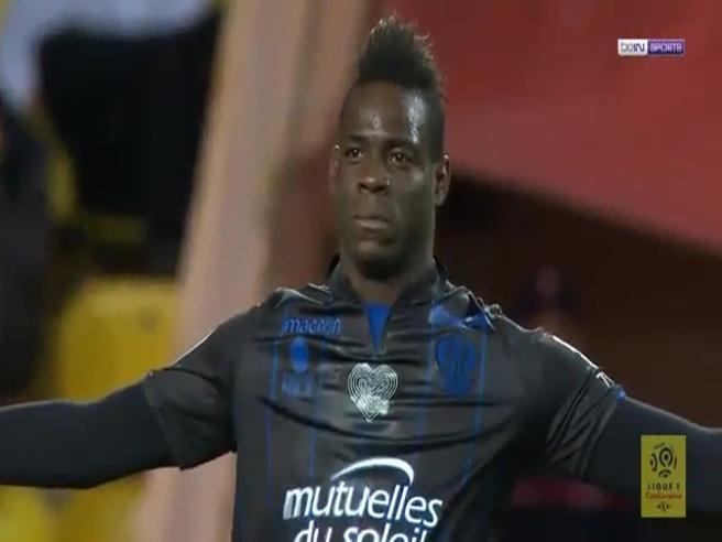 Balotelli torna a segnare: doppietta al Monaco. Fan in delirio