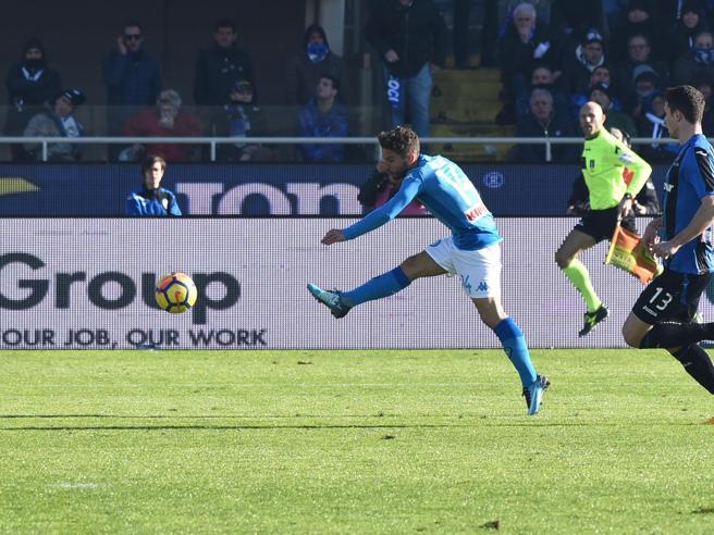 Il super gol di Mertens che ha regalato la vittoria al Napoli: ma è in fuorigioco?