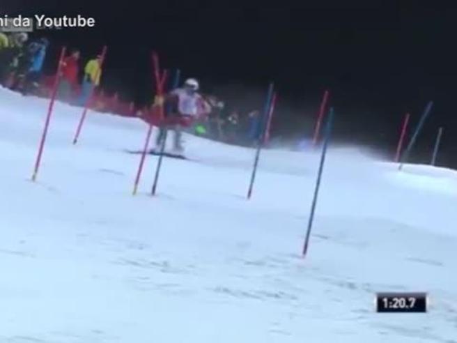 Follia durante lo slalom di Schladming, palle di neve contro Kristoffersen