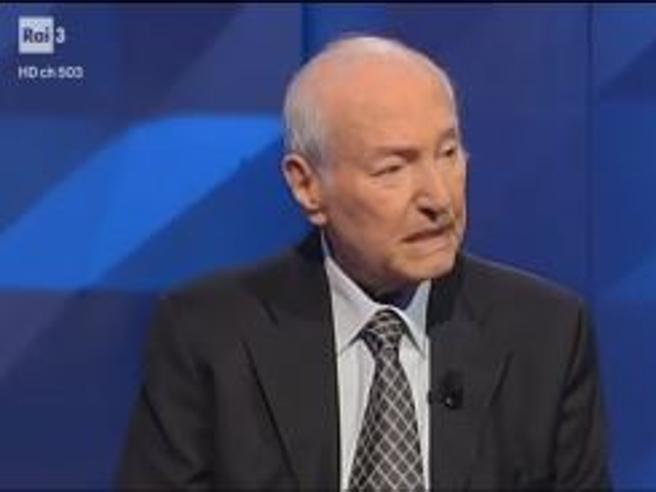 Piero Angela bacchetta i politici italiani: «I dibattiti sembrano incontri di boxe»