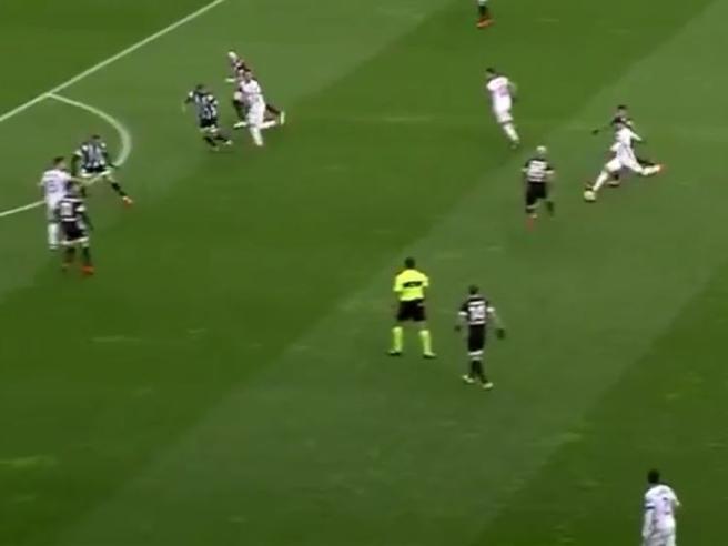 Udinese-Milan, lo spettacolare gol di Suso: tiro da 30 metri sotto la traversa
