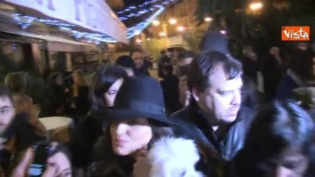 Arisa a Sanremo: un cronista le bagna il cane e lei si infuria: «Sei ...