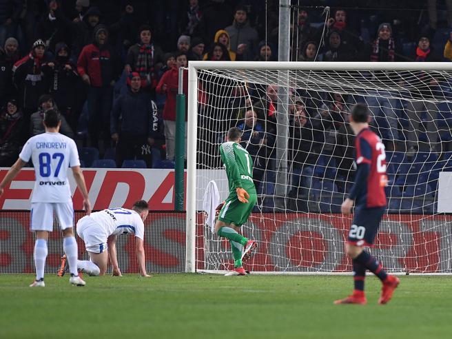Genoa  Inter, lo sciagurato autogol di Ranocchia (con la com