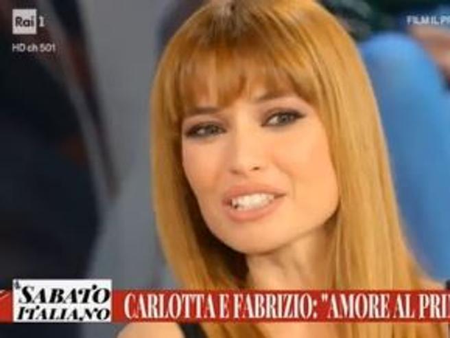 La moglie di Frizzi in tv: «Con Fabrizio amore travolgente», ma non parla del malore