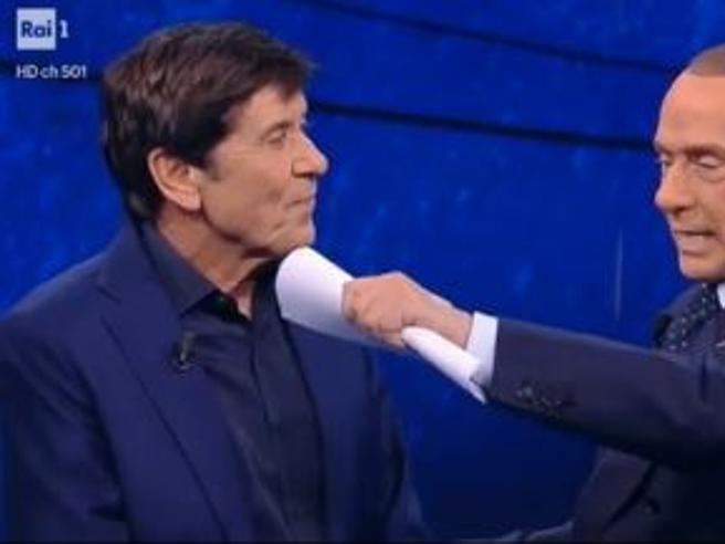 Berlusconi a Morandi: «Io sono più bravo, ho scritto 150 canzoni ma anche le mie radio le buttano via»