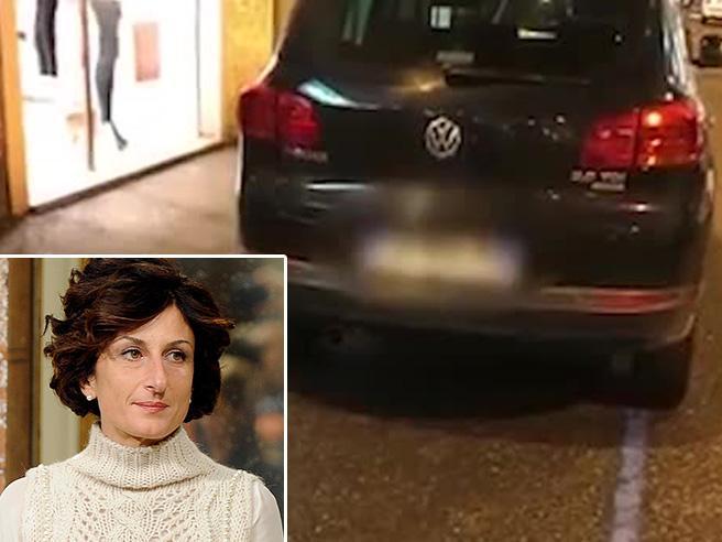 La moglie di Renzi nelle corsie preferenziali a Firenze,   Fdi: «Privilegiata»