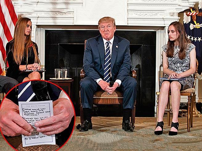 Trump e il foglio con gli appunti  all'incontro con gli studenti video