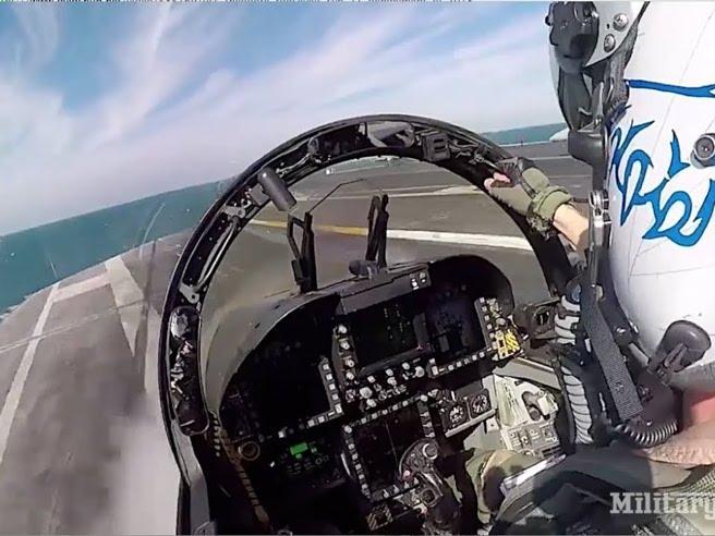 Il decollo ultraveloce del caccia dalla portaerei: il video dal cockpit