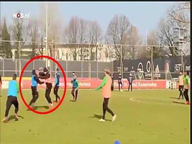 Feyenoord, botte da orbi in allenamento tra compagni di squadra