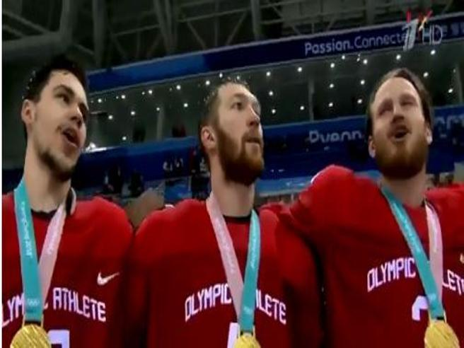 Olimpiadi 2018, la Russia vince l'oro nell'hockey e sfida il Cio cantando l'inno