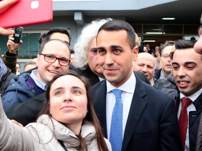 Di Maio a Pomigliano D'Arco per festeggiare la vittoria del Movimento 5 Stelle Diretta