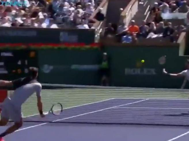 Tennis, Federer perde con Del Potro, ma il punto più spettacolare è il suo: lo scambio show