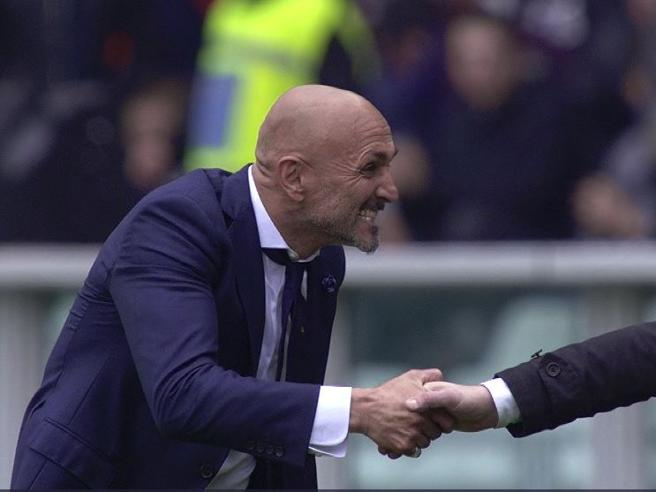 Torino-Inter, la vigorosa stretta di mano di Spalletti a Mazzarri: «Ha sempre paura, anche quando vince»