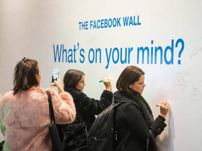 Facebook si interroga: stare troppo sui social fa male?