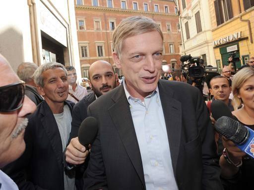 Direzione Pd, Cuperlo attacca Renzi: «Ti stai facendo un ...