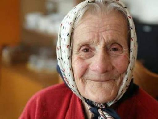 Dichiarata morta a 91 anni, risveglio dopo 11 ore in body bag: 'vorrei un tè'