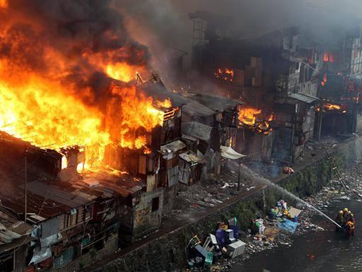 Manila, rogo distrugge centinaia di baracche