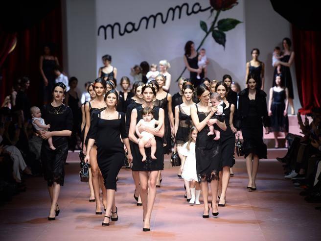 Calendario Esami Mams 2020.W La Mamma La Famiglia Di Dolce Gabbana Corriere It