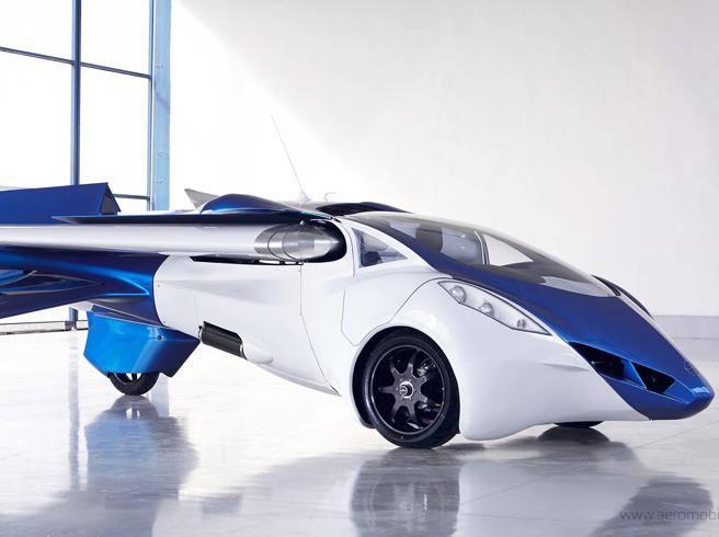 L'auto volante decolla nel 2017