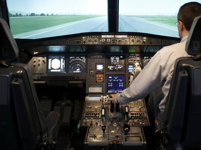 Sempre due piloti in cabina le compagnie rafforzano la for Planimetrie della cabina del fienile