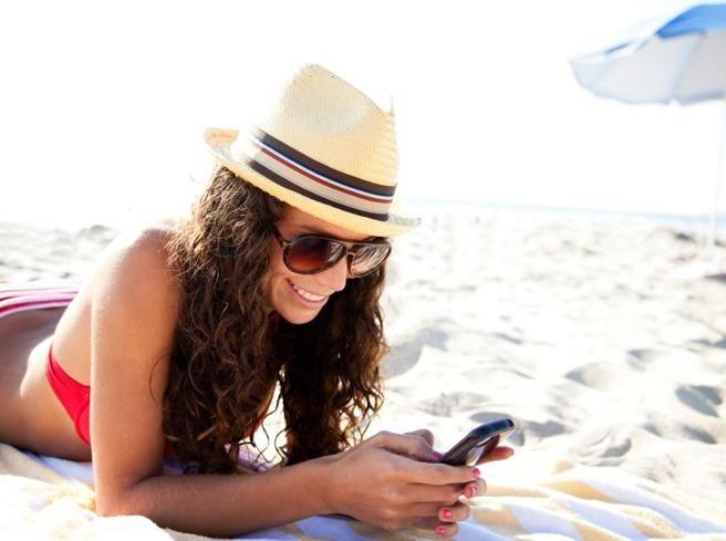 Se lo smartphone non prende in vacanza: come rimanere connessi