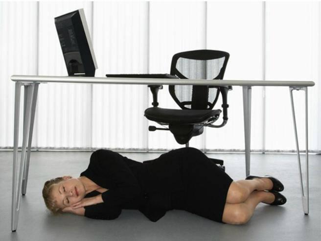 Lavoro In Ufficio Vignette : Come resistere all «abbiocco in ufficio ecco consigli