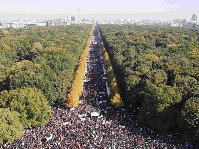 Germania, 250 mila persone in piazza a Berlino contro il Ttip