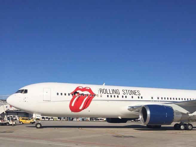 Aereo Privato Torino : Rolling stones l arrivo dell aereo privato con la