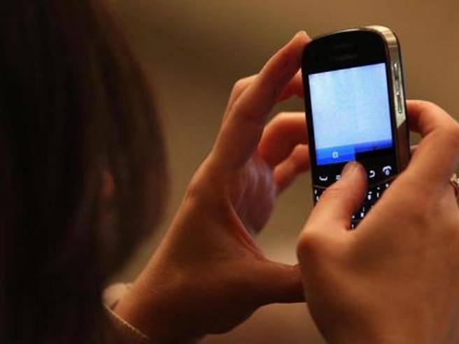 Multa fino a 10mila euro ai genitori che pubblicano le foto dei figli sui social