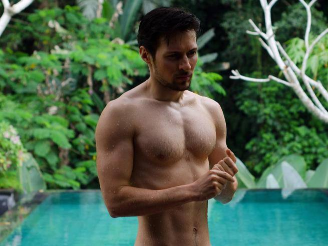 gay muscle free movies