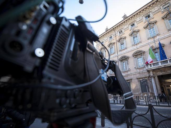 Camera e senato elezioni presidenti la diretta whatsapp for Diretta camera