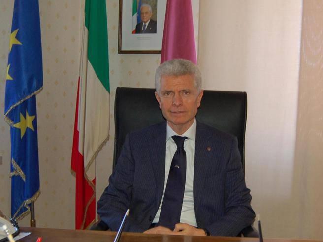Vincenzo Dascanio Nuova Boutique A Bergamo : Macerata il questore vincenzo vuono rimosso per corteo
