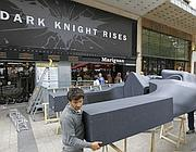 Annullata l'anteprima europea di «The Dark Knight Rises». A Parigi si smonta lo scenario preparato per red carpet e première (Ap)