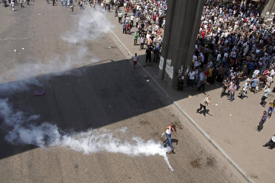 La folla accalcata a Nasr City, quartiere del Cairo (AP Photo/Aly Hazzaa El Shorouk Newspaper)