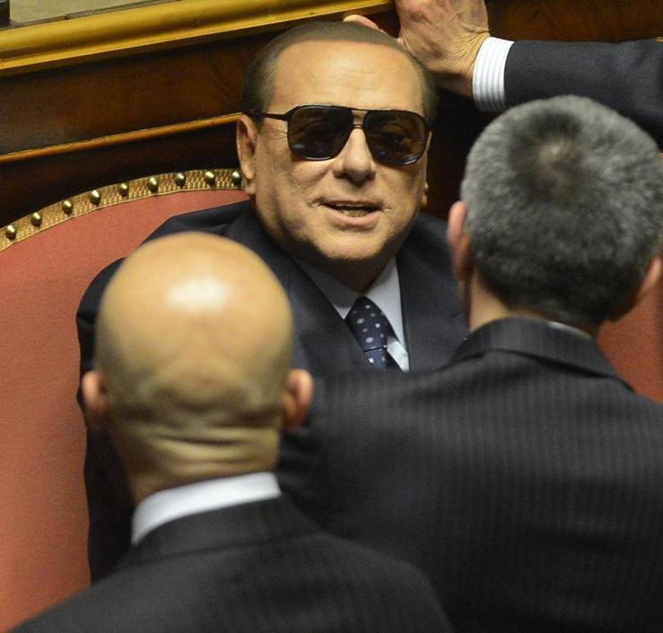 Berlusconi Look Insolito Senato Al Per m0vnPyN8Ow