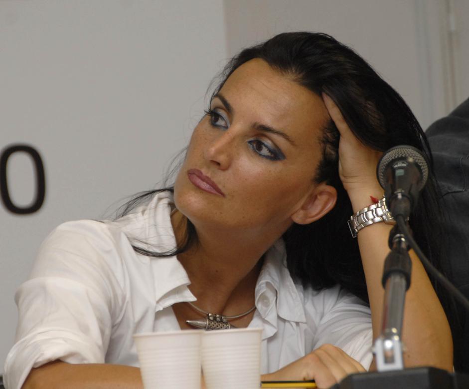 Francesca barracciu la candidata indagata che imbarazza il pd for Parlamentari donne del pd