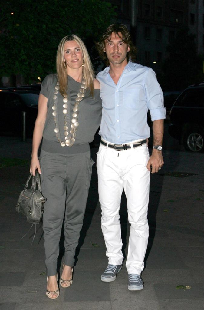 Pirlo e la compagna Valentina Baldini aspettano due ...