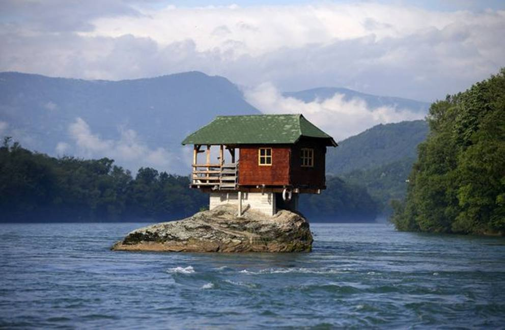 Case da pazzi ecco le pi strane al mondo dalle forme for Piani di casa di roccia del fiume